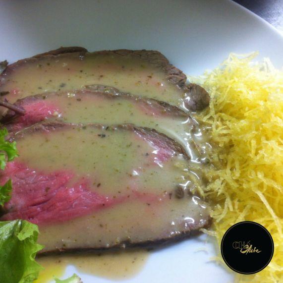Delicioso e suculento rosbife! Bife cheio de sabor. Delicious and juicy roast beef ! Steak full of flavour.