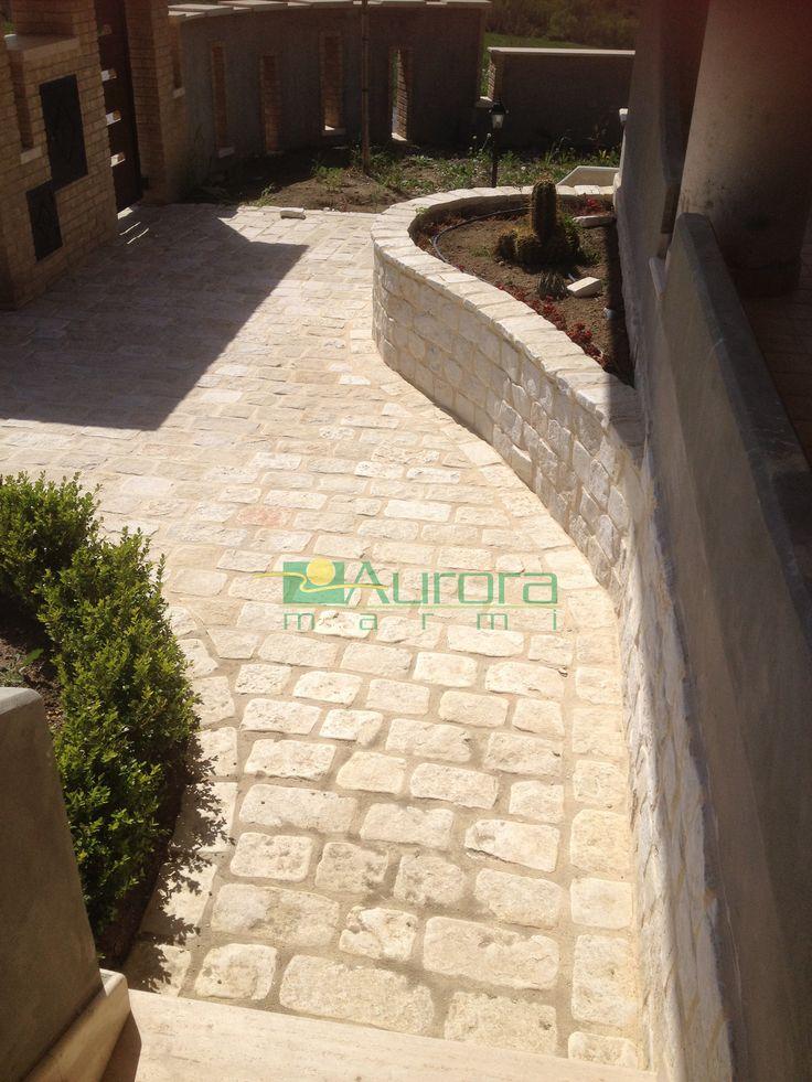 Scorza squadrata burattata per pavimentazioni esterne. Chiedi subito un preventivo! www.auroramarmi.it