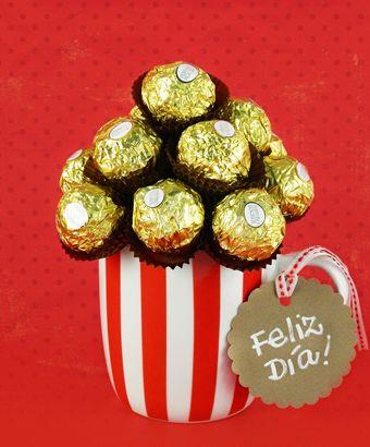 Una sorpresa una sabor para dar un toque dulce que llene de alegría un día especial. La magia del chocolate conquista una sonrisa para celebrar un momento único.