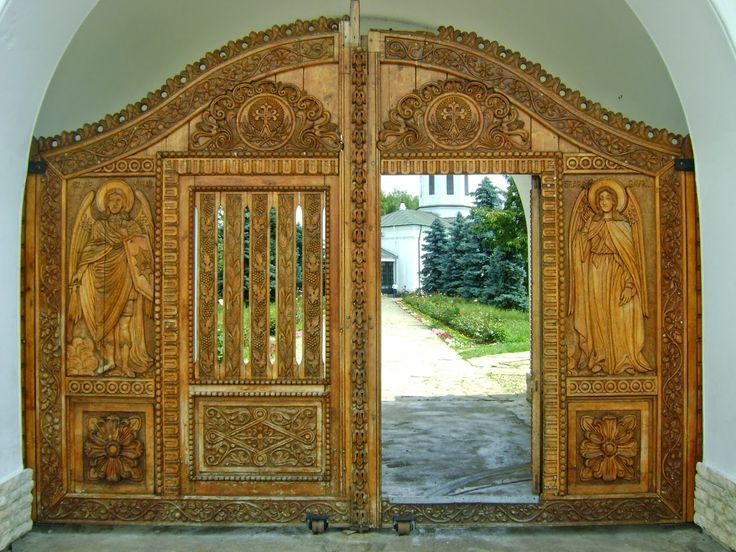 Wooden gates of the monasteries are beautiful (Zamfira Monastery)