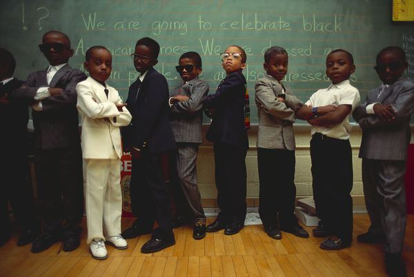 Bambini di prima elementare vestiti di tutto punto per celebrare l'Heritage Day alla Malcolm X Academy di Detroit, nel 1992