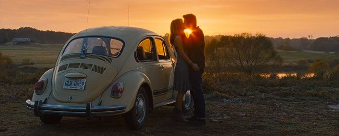 .... finally got around to watching Footloose. Loved the SUN shining through for the kiss ...