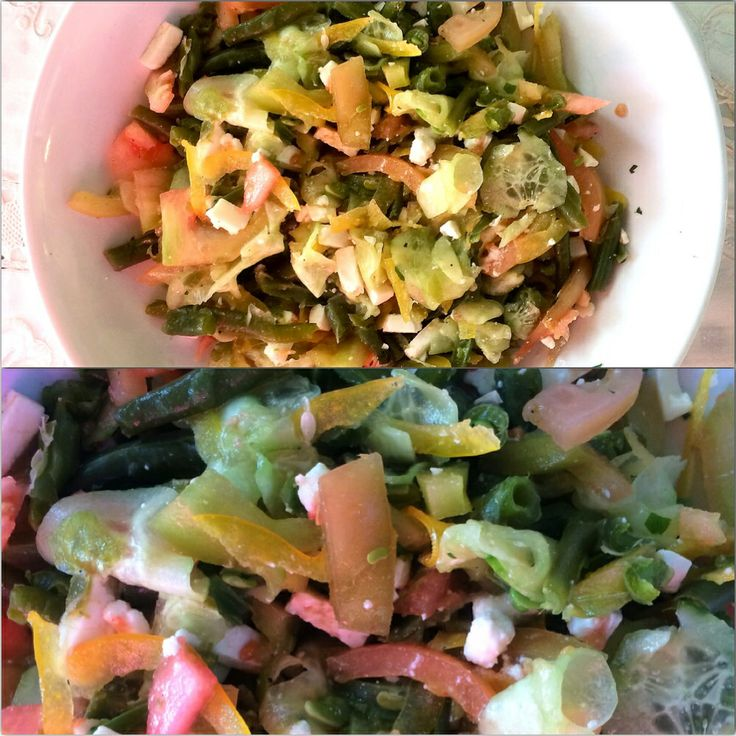 Revisited healthy green salad insalata greca rivisitata con feta peperone pomodori cetriolo e fagiolini condimenti di aglio e prezzemolo cena dinner