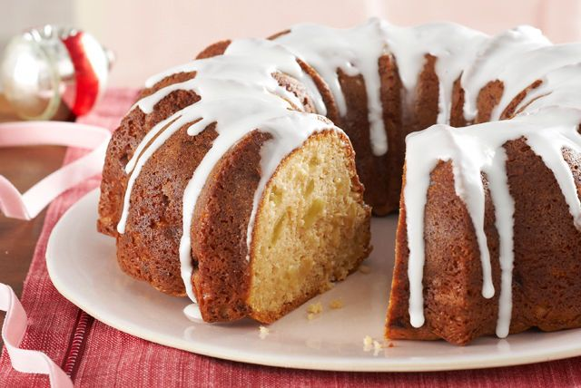 Here's a cake George Washington would approve of. A moist apple cake served with sweet sour cream icing, this is a presidentially flavorful dessert.