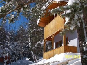 #Bolu #BoluHotels #AbantHotels - #Abant - Abant Evleri - http://www.boluhotels.com/abant-evleri - Lodge Info: Handle: Abant Palace Oteli Yanı Abant, 14100 Abant, Abant Located in a secluded space, Abant Evleri is simply one hundred metres from Abant Lake. It gives rooms with a personal hearth and partial or full lake views. Snow sleds can be found for youngsters. The rooms of ...