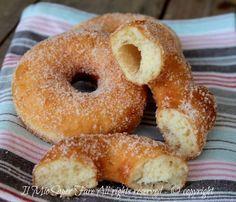 Ciambelle (fritte, super soffici e senza patate) Link ricetta --> http://blog.giallozafferano.it/loti64/ciambelle-fritte-dolci-soffici/