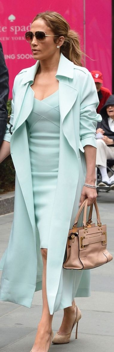 Who made Jennifer Lopez's tan suede pumps, mint green dress, and tan tote handbag?