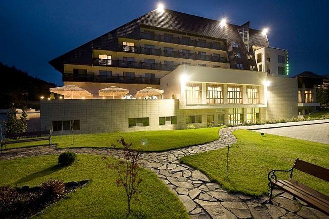 Hotel Clermont, din statiunea cu 1000 de izvoare de sanatate – Covasna, imbina frumusetea naturii si linistea zonei cu multitudinea serviciilor de 4 stele puse la dispozitia oaspetilor.