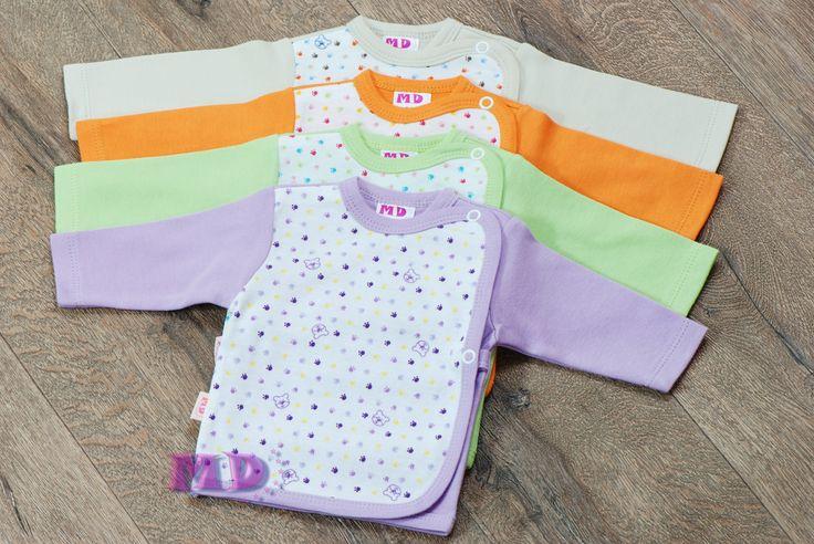Koszulka wykonana jest ze 100% bawełny. Zapinana po środku na napy, występuje w różnych kolorach. #koszulka, #kaftanik, #baby, #bielizna niemowlęca