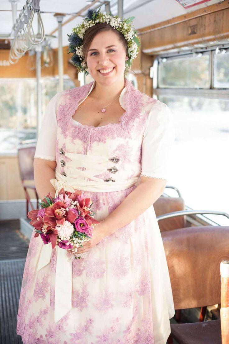 Dieses Romantische Brautdirnd Fur Curvy Frauen Ist Perfekt Fur Deine Hochzeit Das Mieder Ist Mit Wunderschoner Spitze Best Dirndl Liebe Dirndl Hochzeit Dirndl