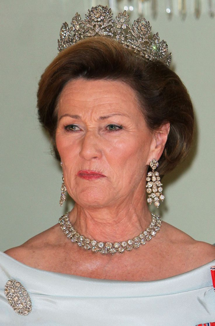 he tiara itself is Queen Josephine's Diamond Tiara. The Queen Josephine in question is Josephine of Sweden and Norway, who was herself a granddaughter of Empress Josephine, wife of Napoléon Bonaparte. Josephine was the wife of King Oscar I of Sweden and Norway, and was Queen Consort from 1844 to 1859.