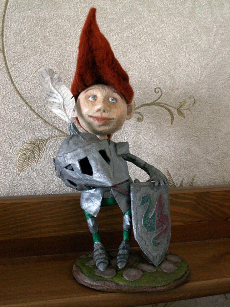 Маленький рыцарь. папье-маше. Автор Маргарита Белова