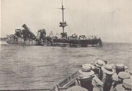 Sailors from HMAS Sydney row over to the wrecked Emden.