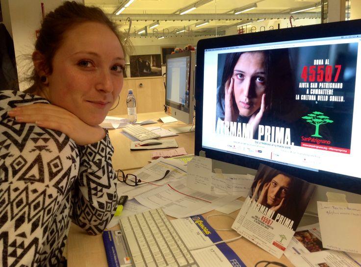 Giada in agenzia lavora alla creazione delle immagini per il sito web. #fermamiprima
