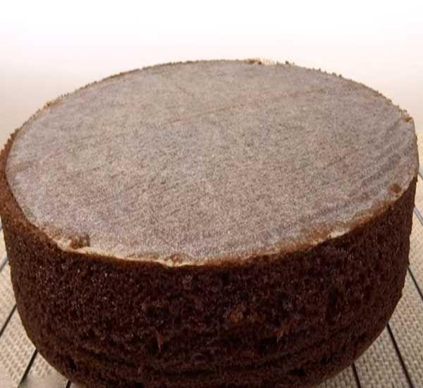 http://pechem-tortiki.ru/kak-prigotovit-shokoladnyiy-biskvit-na-kipyatke-retsept-s-foto/