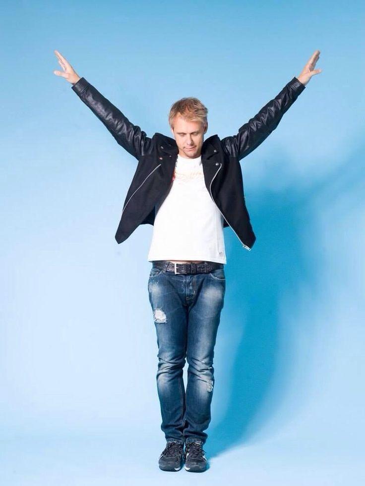 Armin van Buuren : Photo Love AvB? Visit http://trancelife.us to read our latest #ASOT reviews.