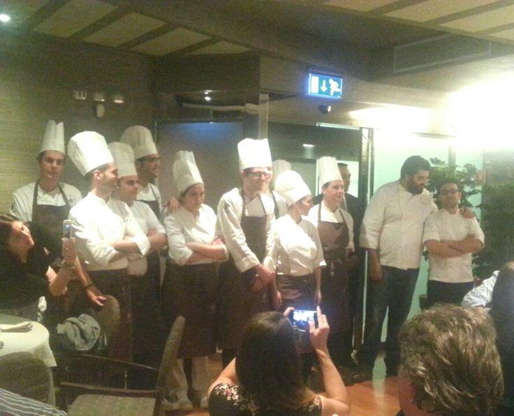 La brigata di cucina del ristorante La Rei con Pasquale Laera chef #ilboscareto #lacciuganelbosco #larei #serralungadalba #langhe #piedmont #pasqualelaera #antoninocannavacciuolo #cenaquattromani