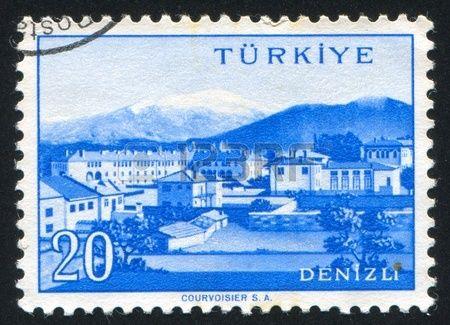 TÜRKİYE - CIRCA 1959: Türkiye tarafından basılan damga, 1959 fotoğrafı dolaylarında Türk kenti, Denizli, gösterir
