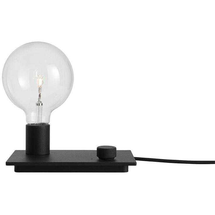 Control bordlampe fra Muuto, designet av TAF Architects. En leken bordlampe med en nedtonet design s...