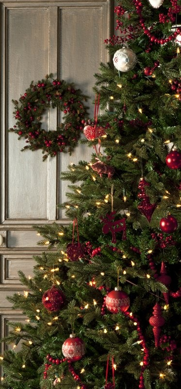 Christmas decor red and green color scheme christmas for Christmas tree color schemes