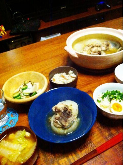和食がうまいのは年取ったからか - 3件のもぐもぐ - ぶり大根、鶏炊き込みごはん、おから、カブときゅうり浅漬け、白菜味噌汁 by 二宮みさき