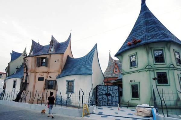 Un complexe de maisons de contes de fées   un complexe de maisons de contes de fees hamamatsu japon 1