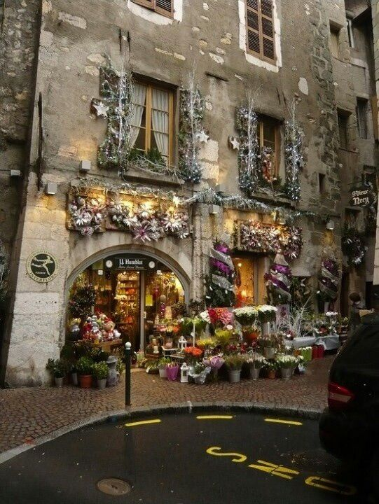 Christmas in Paris.  Now doesn't that sound like the most wondrous thing on earth!