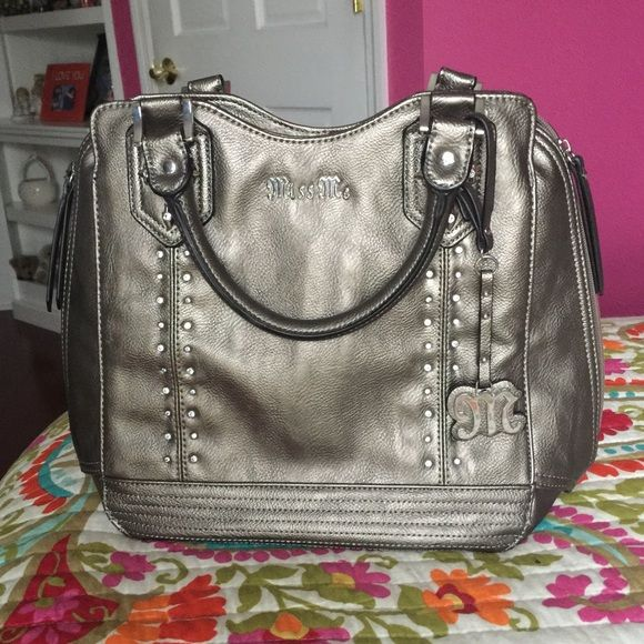 """Silver/Gray Miss Me Purse from The Buckle Perfection condition and perfect size for shopping, traveling, and everyday use. I love this bag for its """"buckle style"""" that it gives off. Miss me is an amazing brand within The Buckle and this purse it so amazingly cute! Buckle Bags Totes"""