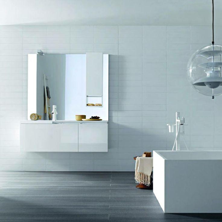 Τα λευκά μπάνια ηρεμούν τις αισθήσεις. www.kypriotis.gr  #kypriotis #kipriotis #plakakia #plakidia #anakainisi #athens #ellada #greece #hellas #banio #dapedo