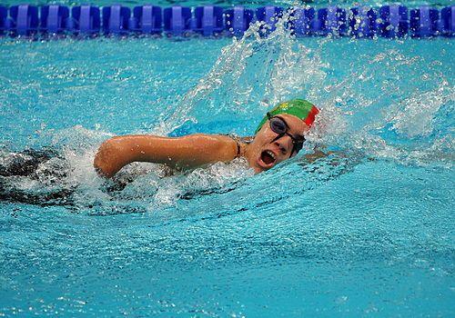 Nadadora amputada do braço direito compete nos Jogos Paralímpicos