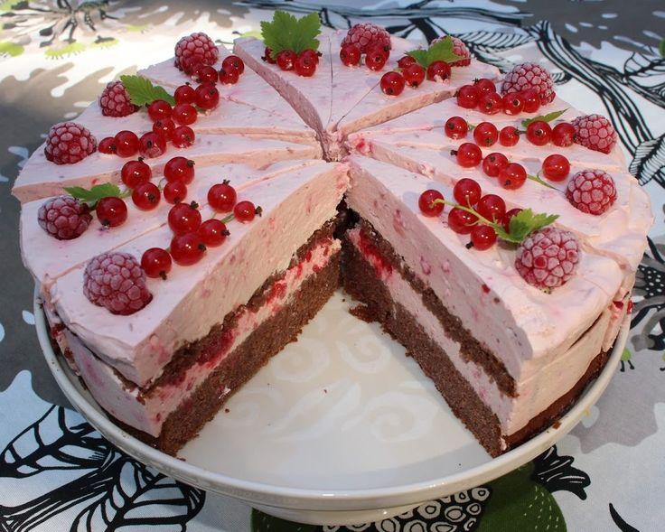 Ranteita myöjen taikinasa: Vadelma-suklaakakku