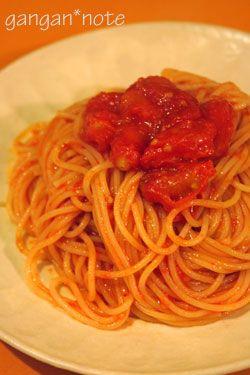 今、めちゃめちゃハマっているスパゲッティがあります。 それは、ミニトマトで作る、シンプルなトマトスパゲッティ。 オリーブオイルとにんに...