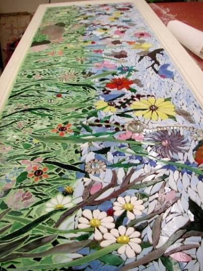 Create a garden in mosaic Beautiful garden art pieces are traditionally made of mosaic and ceramic tiles.  Nowadays, by using broken china, art glass, glass jewels, recycled mirror, stones, shells and other found objects, the mosaic artist has the