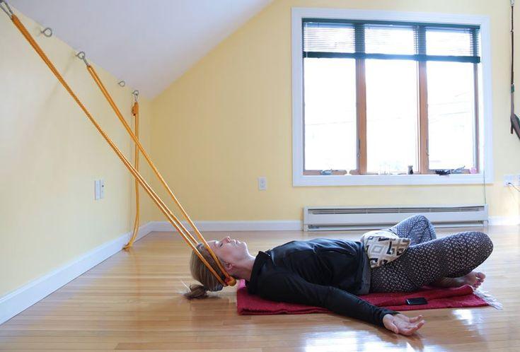 Les 504 meilleures images du tableau yoga sur pinterest for Chaise yoga iyengar