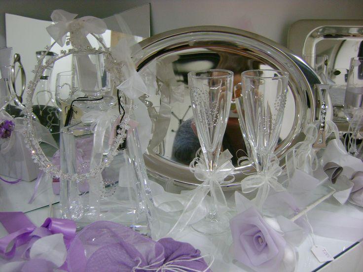 Σετ των κουμπάρων που αποτελείται από Δίσκο,Καράφα και 2 ποτήρια με swarovski τα οποία συνδυάσαμε με στέφανα με κρυσταλλάκια swarovski!!