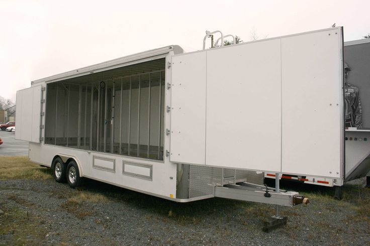 53′ Single Expandable - This newly available 53′ Single Expandable trailer pairs a much needed interior with a smaller overall activation footprint.