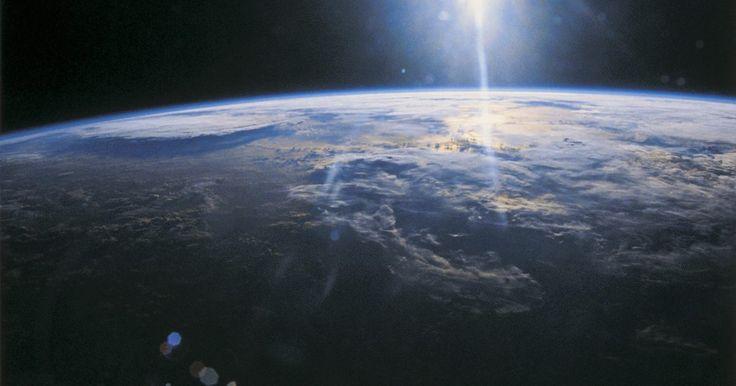 Como usar o Google Earth. O Google Earth permite ver mapas e imagens de satélite de qualquer parte do mundo. Ele pode ser utilizado no computador, nas versões Google Earth, Google Earth Pro e Google Earth Enterprise; em navegadores da internet e em dispositivos móveis. A seguir, aprenda como utilizar o Google Earth e tirar o máximo proveito desse recurso.