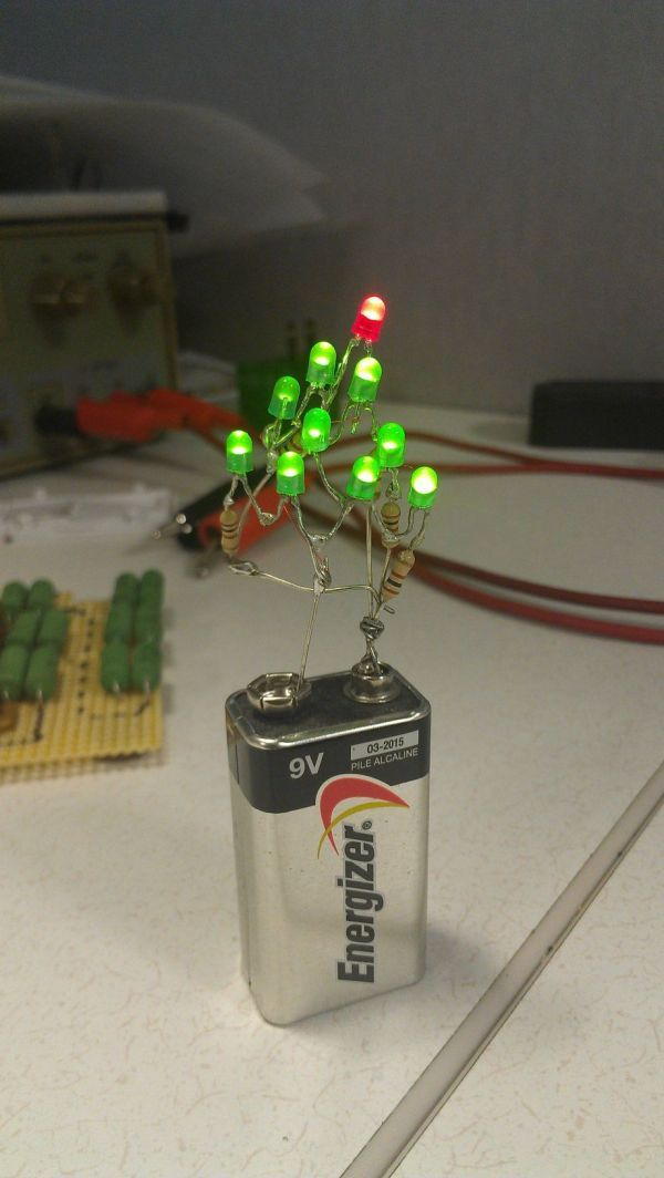9-Volt Christmas Tree Makes Decorating Easy / TechNews24h.com