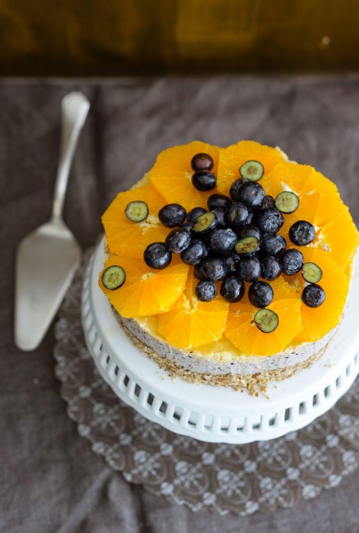 Heidelbeeren, Orangenschnitze, Torte, Tortengestell, Tisch, Tortenheber