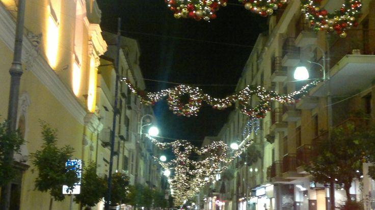 Corso Italia a Sorrento come si presenta il 26 novembre 2013 in vista del Capodanno a Sorrento e del Natale a Sorrento. Su www.ilmegliodisorrento.com tante notizie sul natale in costiera sorrentina