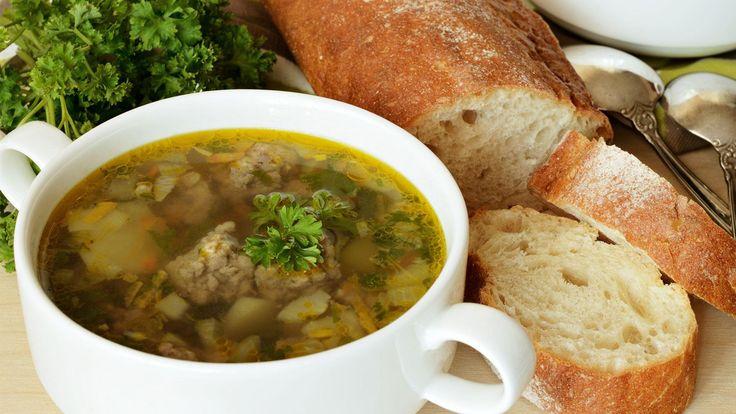 Vegetable broth & petite meatballs