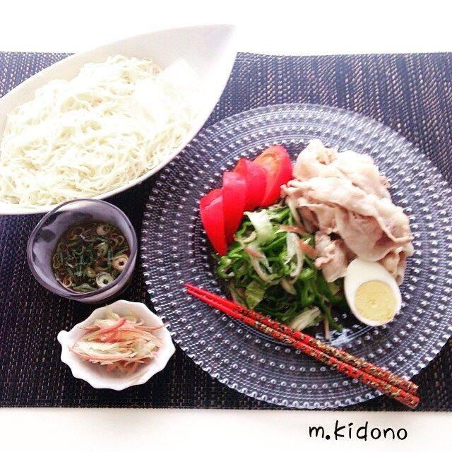 #お昼ごはん  私はタマネギぽん 母はごまだれで冷しゃぶいただきました  美味しかった❤️ #cooking#cookingschool#food#foodpic#instafood#japaneasfood#kaumo#meat#冷しゃぶ#そうめん#夏#しゃぶしゃぶ#肉#お昼#昼食#おうちごはん#ランチ#ランチタイム#料理#クッキング#美味しかった#ごちそうさま