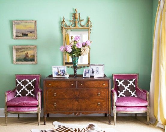 minty green.: Idea, Mint Green, Color Schemes, Color Combos, Green Wall, Colors, Wall Color, Interiors Design, Pink Chairs