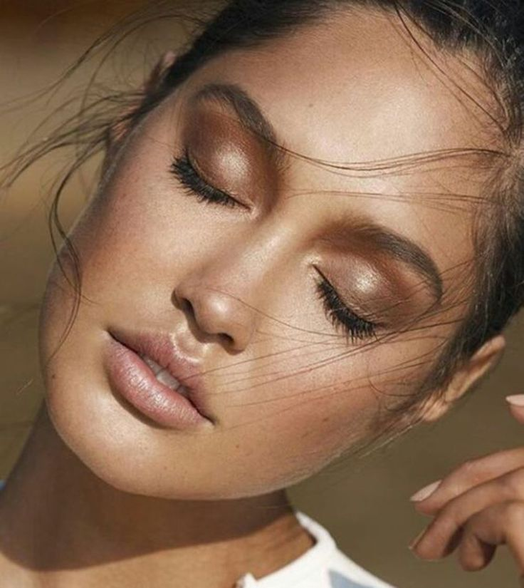 Makeup Tips For A Beach-Perfect Glow - Bronzed Beauty Beach Babe Style Gold Bronze Makeup