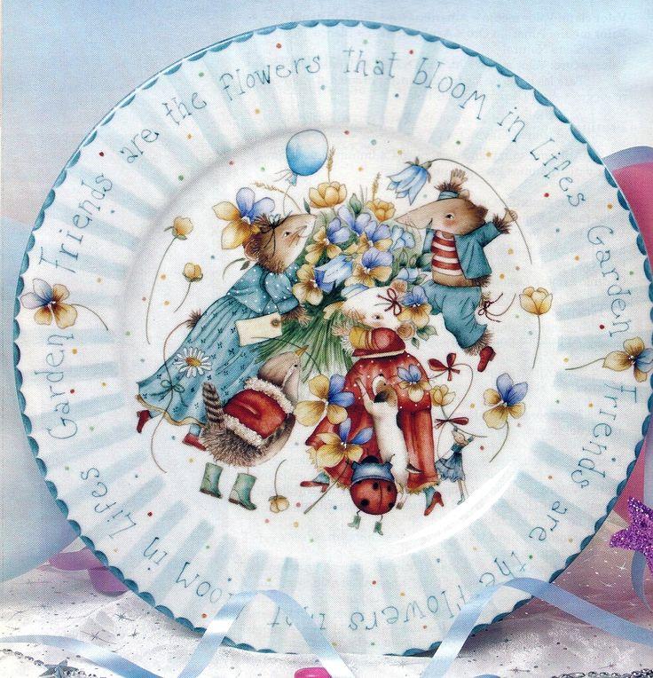 Plato pintado en porcelana.