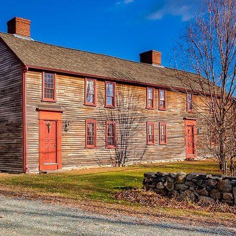 On the Market: Inside a 1721 New England saltbox. Auf dem Markt: ein aussergewöhnliches New England Saltbox Haus von 1721   - Tour a 1721 Saltbox Home : Architectural Digest