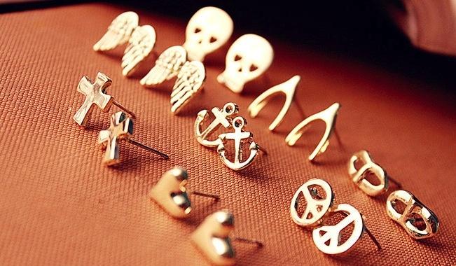 33. Cute tiny punk earrings $2 each pair only!
