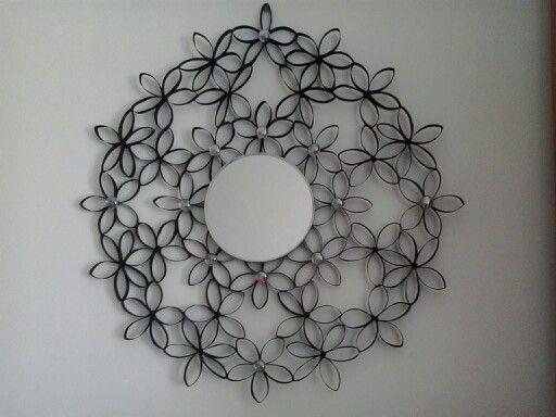 Espejo hecho con rollos de papel higienico paper roll - Como decorar un espejo ...