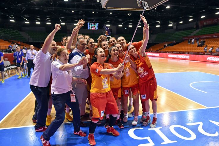 Eurobasket 2015 - Selfie Equipo (Foto Facebook.com/FIBA)