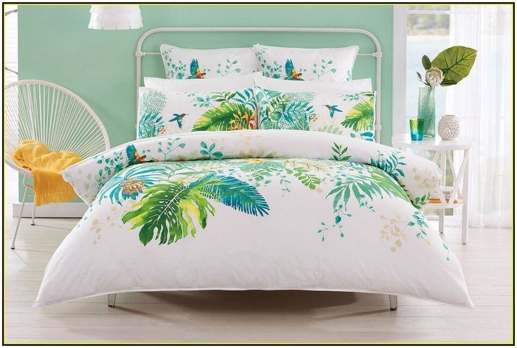 Decorating Tropical Quilts - http://www.thedomainfairy.com/decorating-tropical-quilts/ : #TropicalStyles Tropical quilts – Quilts are a pillar decoration American country and other decorative styles. Here's how to bring quilts out of the closet and use them in your home. Cover a round table lamp with a quilt – just put the edges under the table. Use the pieces of a damaged coating...
